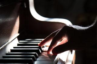 http://precioushospice.com/wp-content/uploads/2015/12/music-therapy-precious-hospice-320x213.jpg